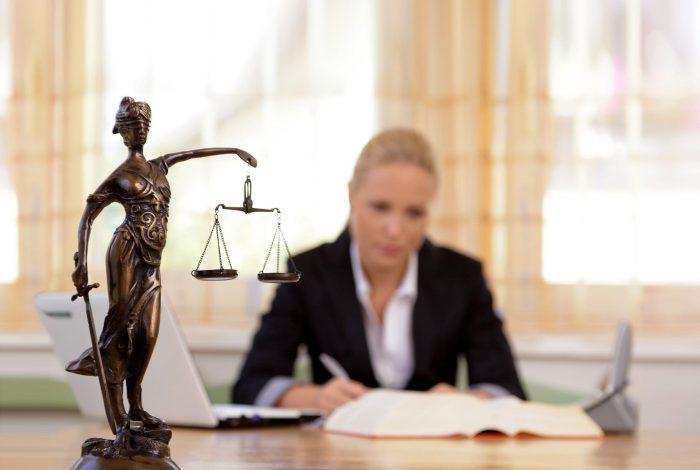 пойти на консультацию к опытному юристу