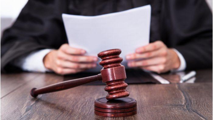 иск подают в суд