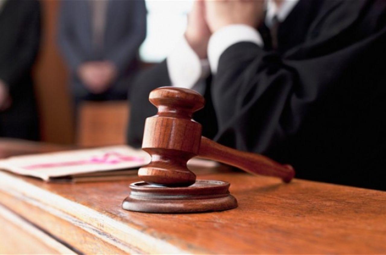 обратиться с иском в суд